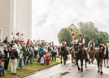 Leonhardiumzug Segnung der Pferde