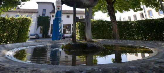 Brunnen mit Maibaum in Höhenkirchen